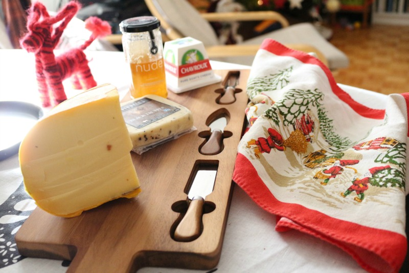 homecollection-cheeseboard-emb