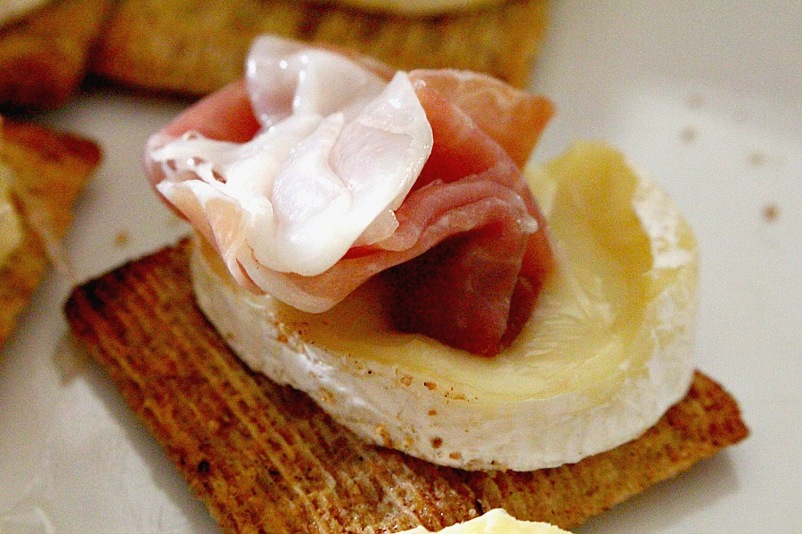TriscuitwithProsciutto